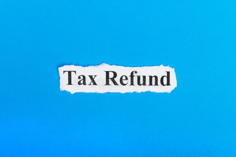 texte de remboursement d'impôt fiscal sur le papier Remboursement d'impôt fiscal de Word sur le papier déchiré texte debout de re photo libre de droits