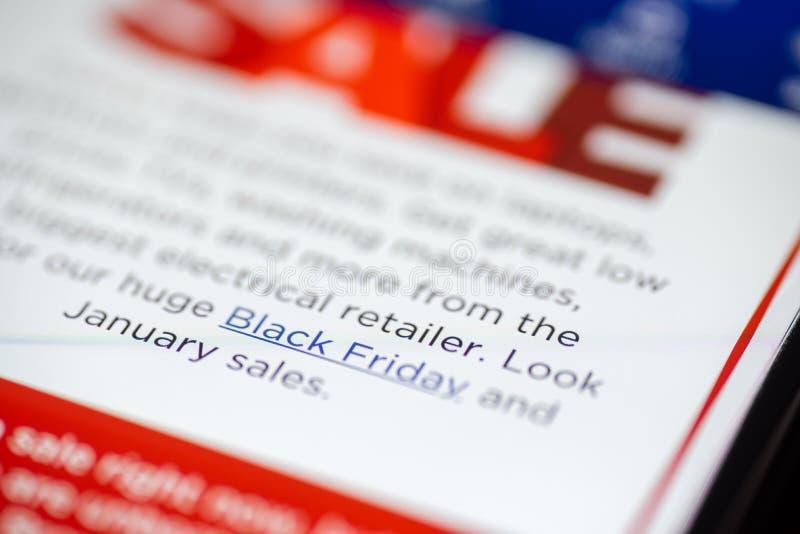 Texte de vente de Black Friday sur l'APP de achat sur le plan rapproché d'écran de smartphone image libre de droits