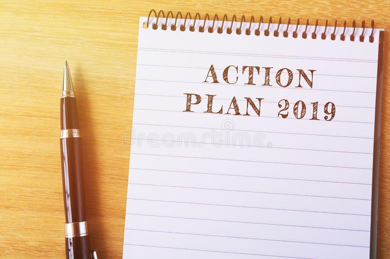 Texte du plan d'action 2019 sur le bloc-notes image stock