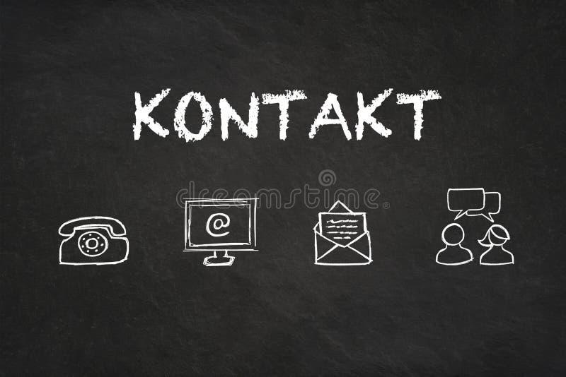 """Texte et icônes de """"Kontakt """"sur un tableau noir Traduction : """"Contact """" illustration libre de droits"""