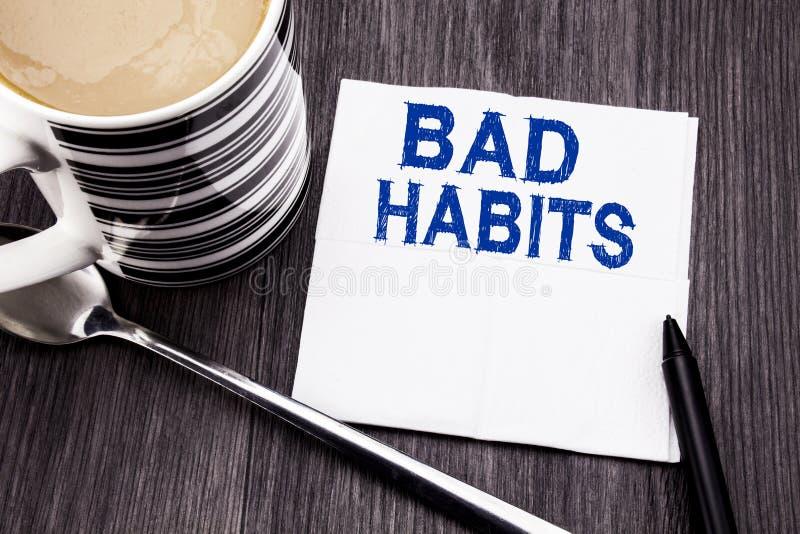 Texte manuscrit montrant des mauvaises habitudes Concept d'affaires pour la coupure Hebit habituel d'amélioration écrit sur le ha photos stock