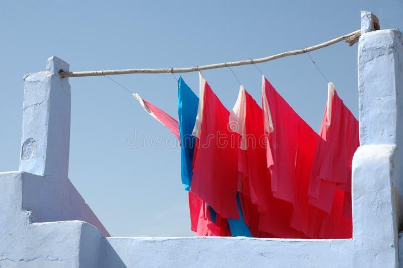 Textiel die voor droog hangen stock foto