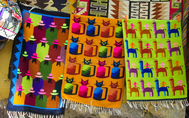 Textil en mercado peruano imagenes de archivo
