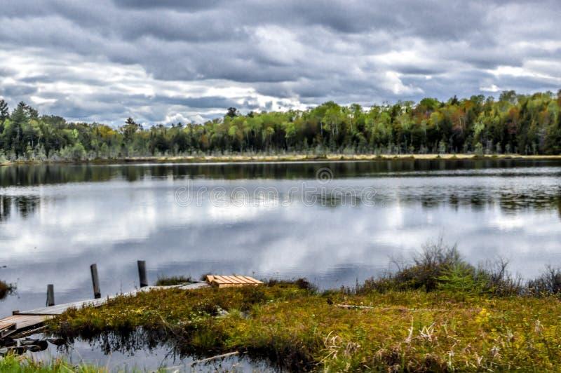 Textilienhändler Lake im Northwoods von Wisconsin stockbild