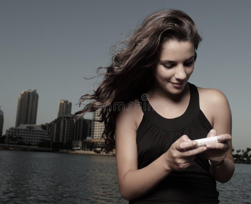 texting женщина стоковая фотография