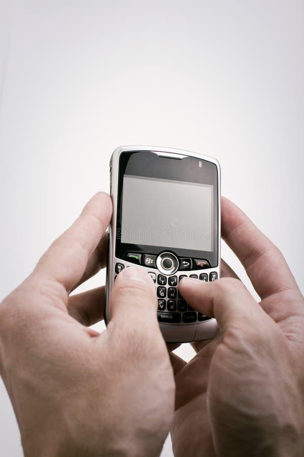 Texting auf PDA lizenzfreie stockfotos