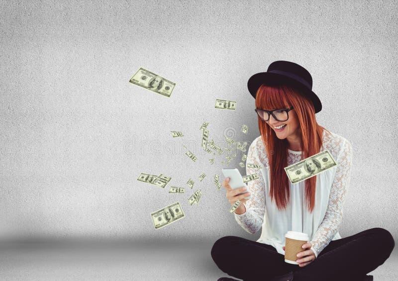 texting geld Hipster met telefoon, geld die omhoog uit de telefoon komen stock foto's
