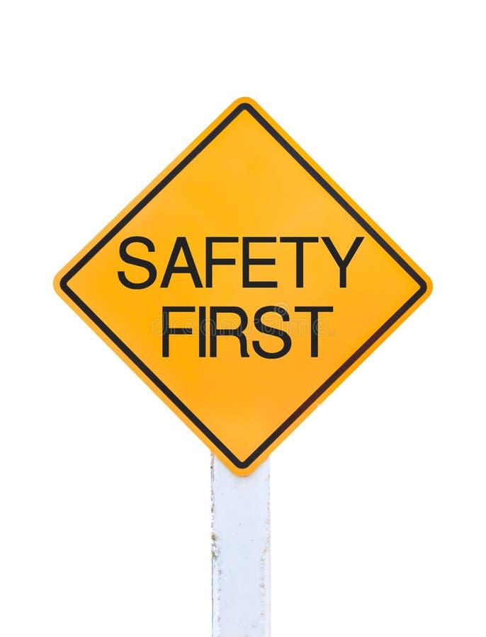 Texto amarillo de la señal de tráfico para la seguridad primero aislada fotos de archivo libres de regalías
