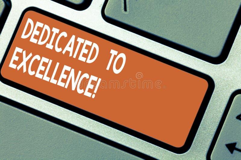Texto da escrita da palavra dedicado à excelência Conceito do negócio para que uma garantia ou uma promessa faça algo excepcional fotos de stock