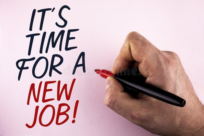 Texto da escrita da palavra está hora para Job Motivational Call novo O conceito do negócio para faz não colado na mudança velha  fotos de stock