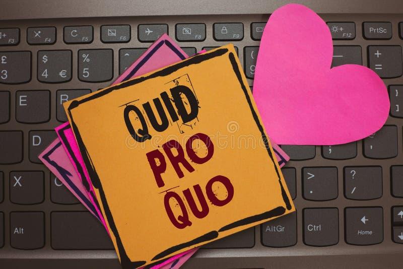 Texto da escrita da palavra quid pro quo O conceito do negócio para o favor ou a vantagem de A concedido ou esperado em retorno d imagens de stock royalty free