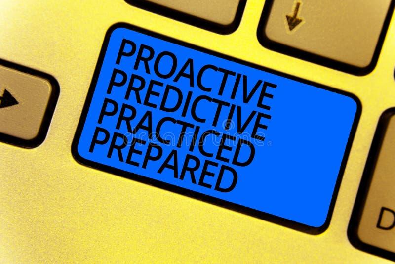 Texto da escrita que escreve com caráter de previsão dinâmico praticado preparado Azul do teclado da gestão de estratégias da pre imagens de stock
