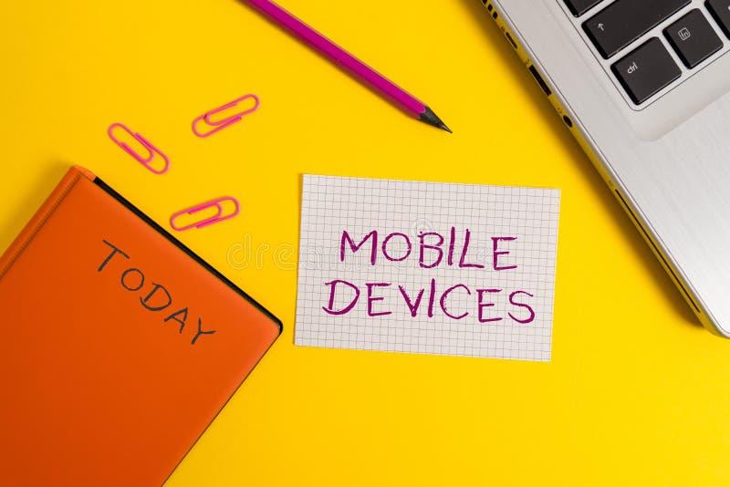 Texto da escrita que escreve dispositivos móveis O conceito que significa o dispositivo de computa??o port?til de A gosta do tabl fotos de stock royalty free