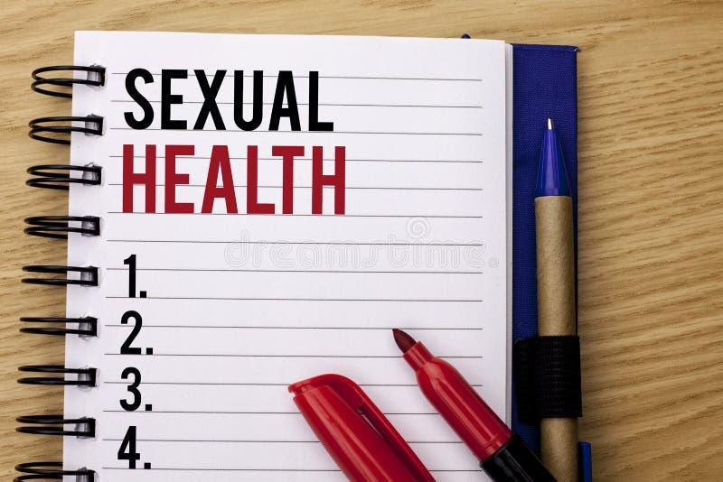 Texto da escrita que escreve a saúde sexual Conceito que significa o cuidado saudável do sexo dos hábitos da proteção do uso da p fotos de stock royalty free