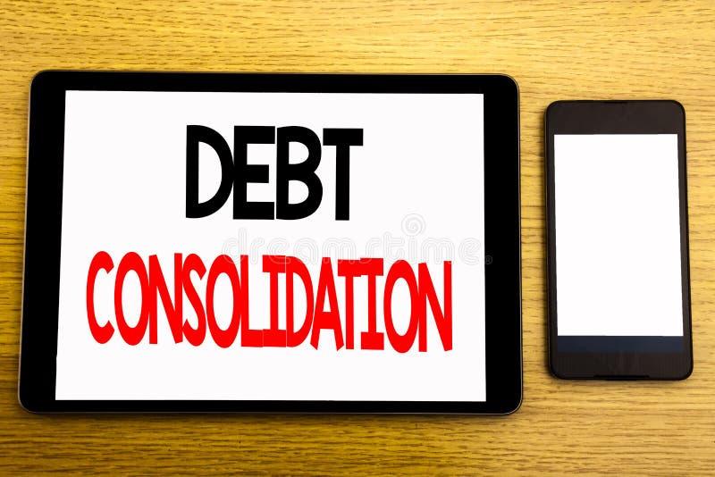 Texto da escrita que mostra a consolidação de débito Conceito do negócio para o crédito do empréstimo do dinheiro escrito no port foto de stock