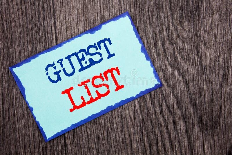 Texto da escrita que mostra o casamento ou o evento apresentando do planeamento da foto do negócio da lista do convidado convidad imagem de stock