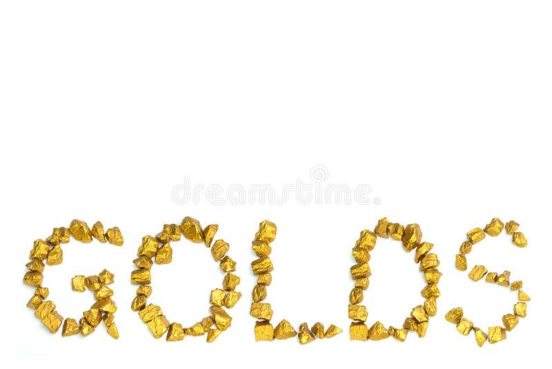 Texto da palavra dos OURO arranjado por pepitas de ouro no fundo branco, no negócio e no conceito industrial fotos de stock