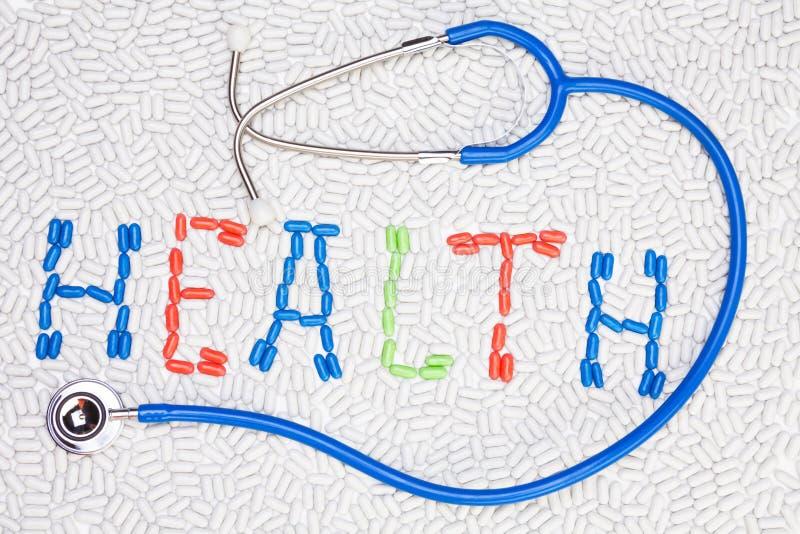 Texto da saúde feito das drogas e do estetoscópio foto de stock royalty free