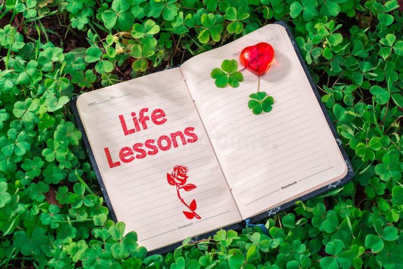 Texto das lições da vida no caderno foto de stock