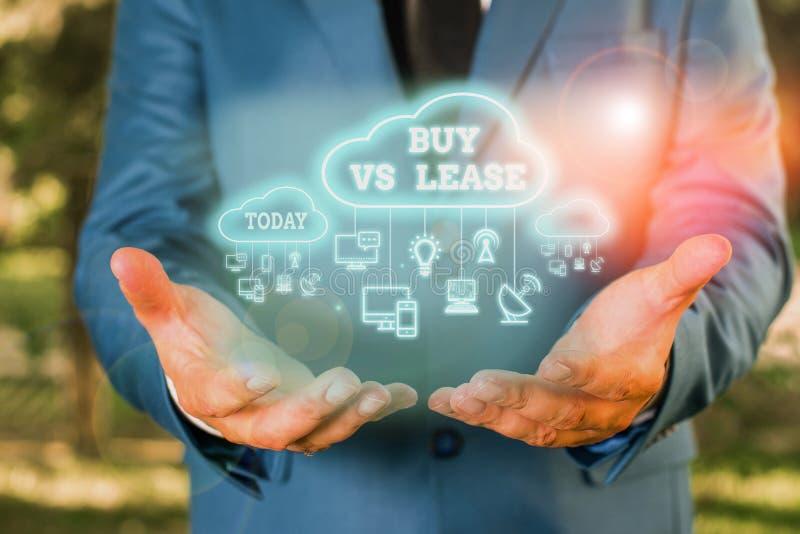 Texto de escrita do Word Comprar Vs Lease Conceito de negócio para possuir algo em vez de pedir emprestado Vantagens Desvantagens fotos de stock royalty free