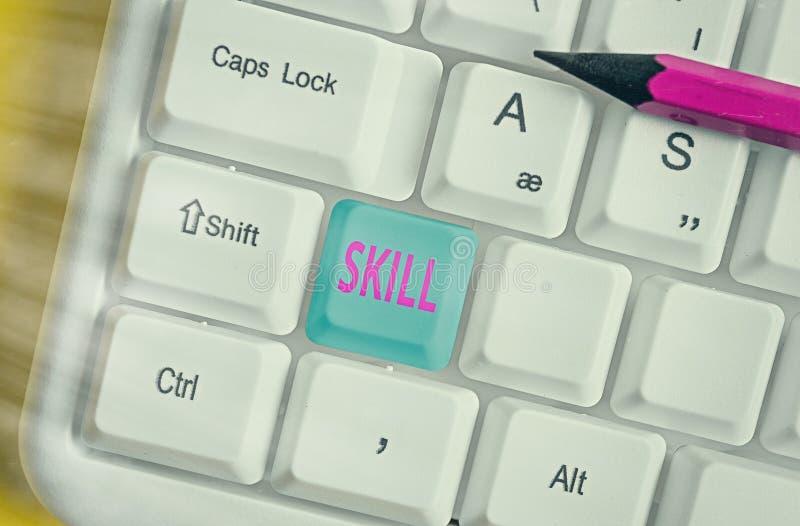 Texto de escrita do Word Skill O conceito de negócios para a capacidade de usar um s é conhecimento eficiente e prontamente em ex foto de stock