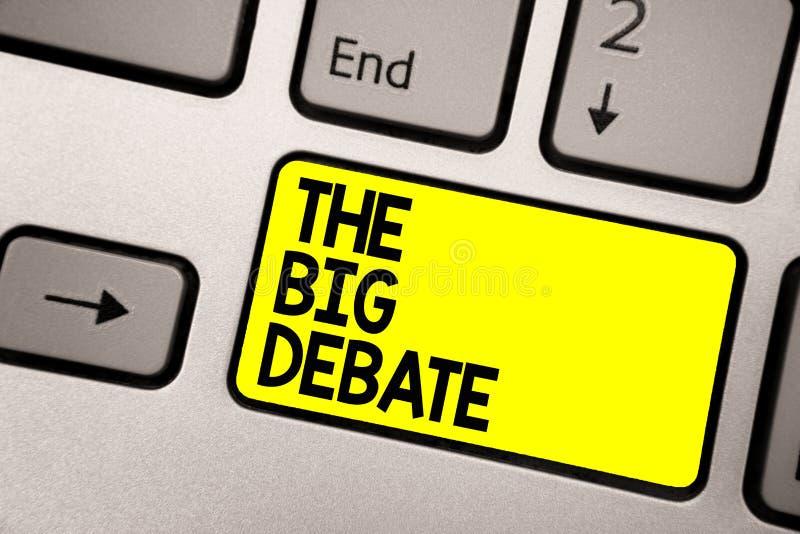 Texto de la escritura de la palabra el discusión grande Concepto del negocio para el amarillo del teclado de las diferencias de l imagen de archivo libre de regalías
