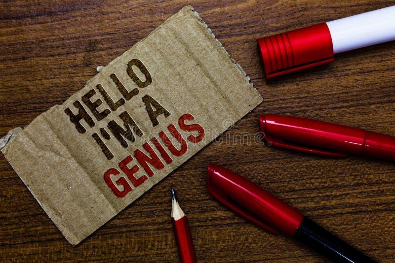 Texto de la escritura de la palabra hola soy un genio El concepto para Introduce usted mismo del negocio como sobre la persona me fotografía de archivo libre de regalías