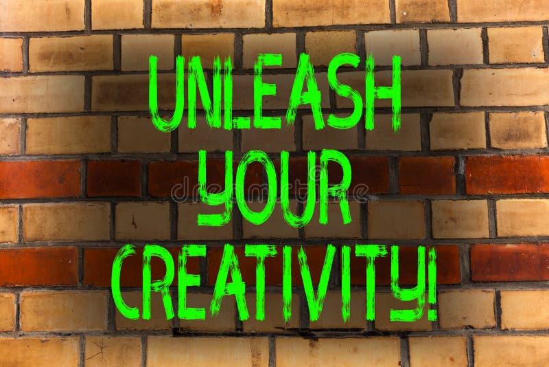 Texto de la escritura de la palabra soltar su creatividad Concepto del negocio para el ladrillo personal de la sabiduría del inge imagen de archivo