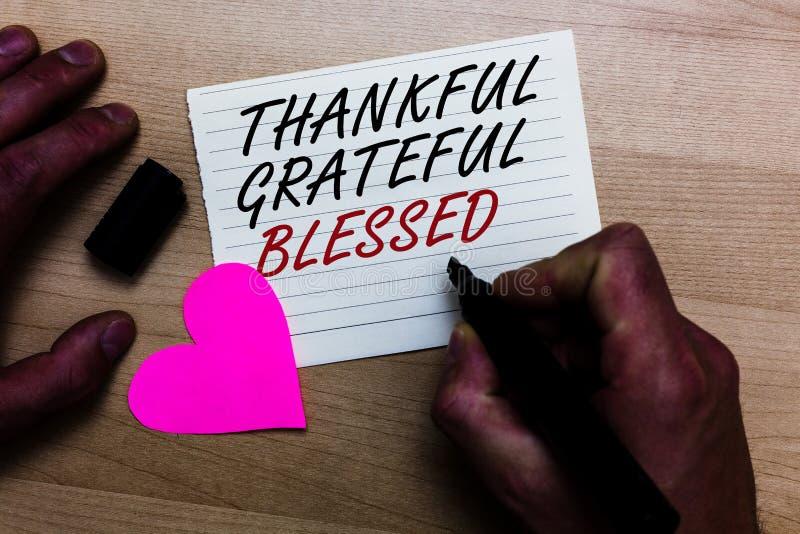 Texto de la escritura que escribe agradecido agradecido bendecido Actitud del humor de la gratitud del aprecio del significado de fotos de archivo libres de regalías