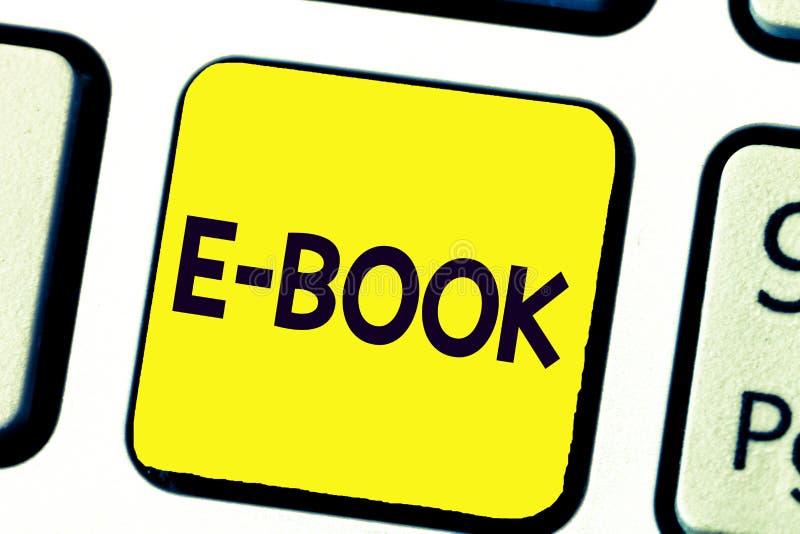 Texto de la escritura que escribe el libro de E Concepto que significa la versión electrónica del libro impreso que puede leer el fotos de archivo libres de regalías