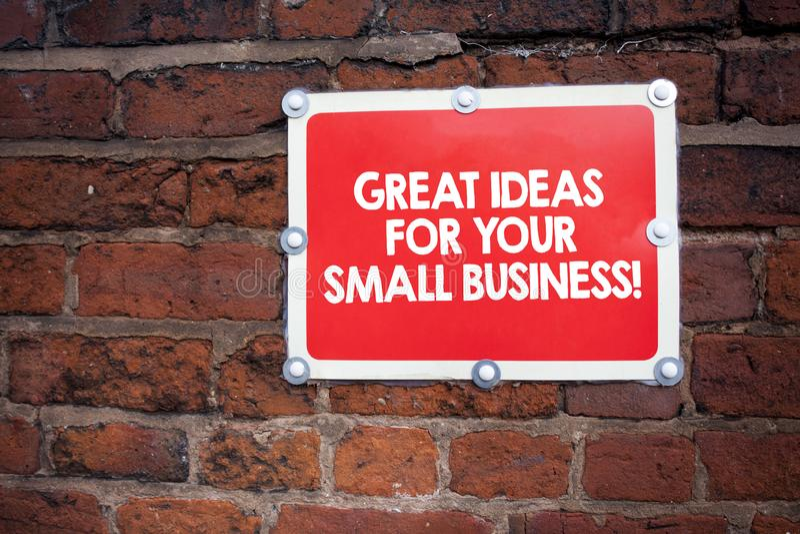 Texto de la escritura que escribe las grandes ideas para su pequeña empresa Concepto que significa buenas soluciones innovadoras  fotografía de archivo