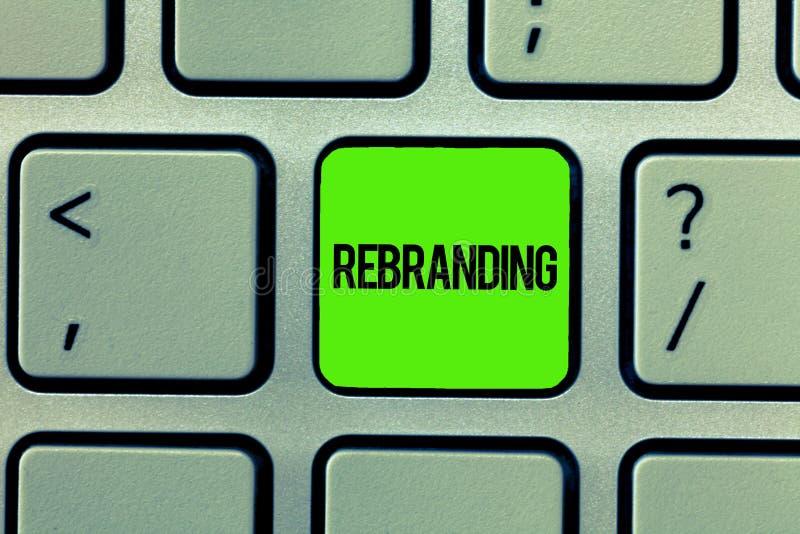 Texto de la escritura que escribe Rebranding Imagen corporativa del cambio del significado del concepto de la estrategia de marke fotos de archivo