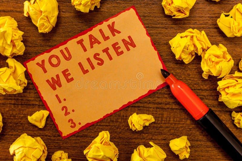 Texto de la escritura que le escribe charla escuchamos Concepto que significa la conversación de motivación de la comunicación bi fotos de archivo libres de regalías