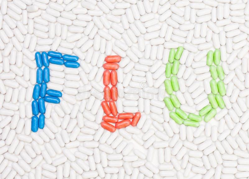 Texto de la gripe hecho de píldoras fotos de archivo libres de regalías