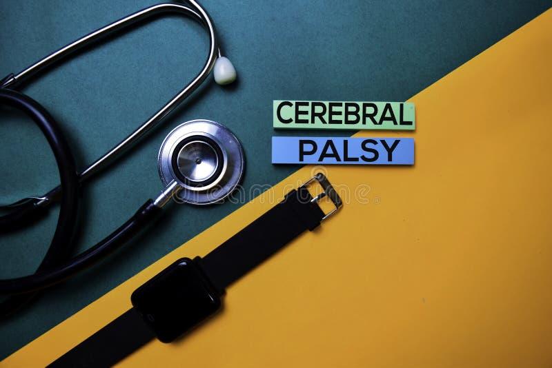 Texto de la parálisis cerebral en la tabla de color de la visión superior y la atención sanitaria/el concepto médico fotos de archivo libres de regalías