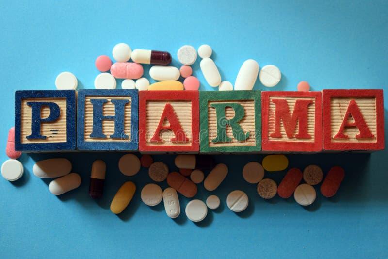 Texto de Pharma no bloco de madeira foto de stock royalty free