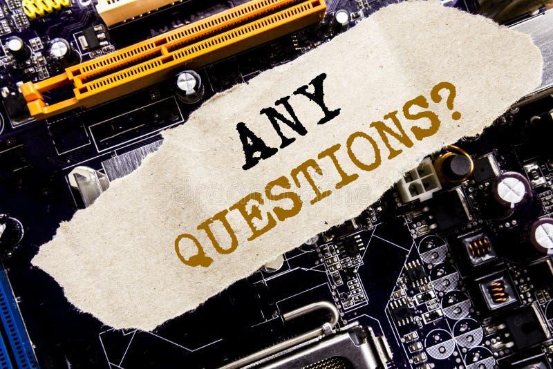 Texto del aviso de la escritura que muestra cualquier preguntas Concepto del negocio para la pregunta de la ayuda de la respuesta fotos de archivo libres de regalías