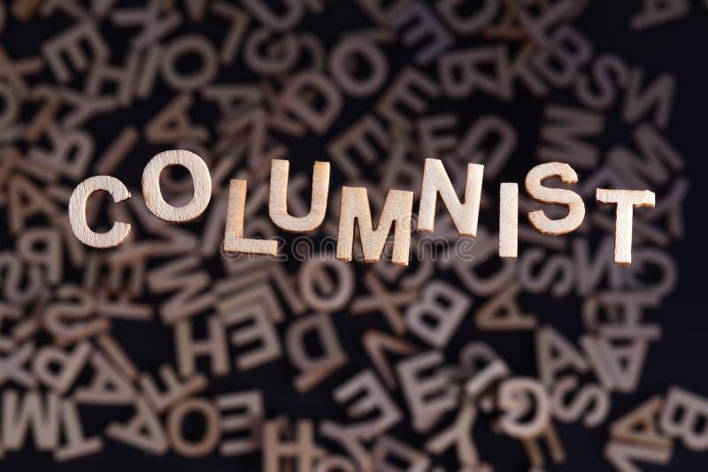 Texto del columnista en letras de madera imágenes de archivo libres de regalías