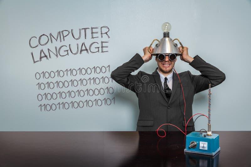 Texto del lenguaje de programación con el hombre de negocios del vintage imagen de archivo
