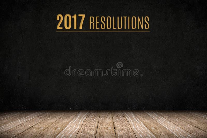 texto del oro de 2017 resoluciones en la pared de la pizarra en el floo de madera del tablón imágenes de archivo libres de regalías