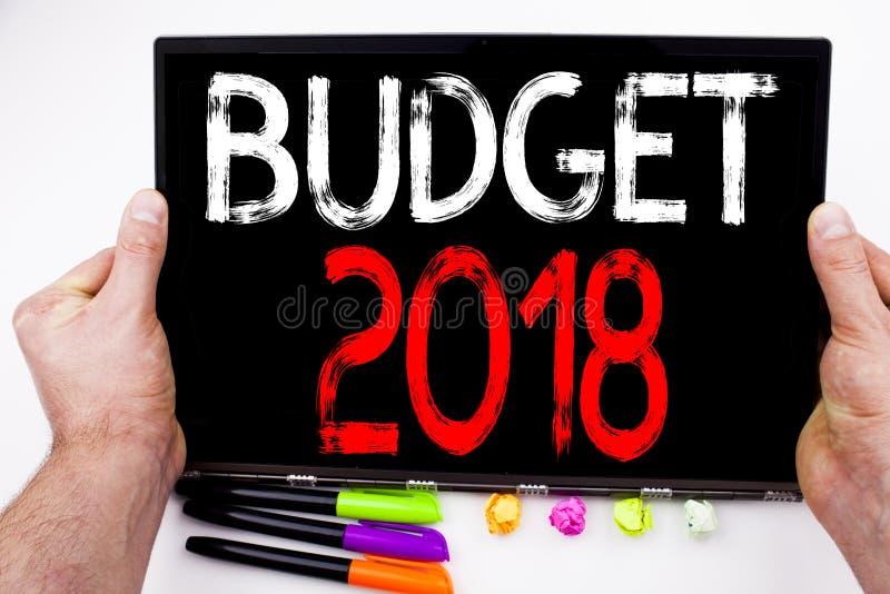 Texto del presupuesto 2018 escrito en la tableta, ordenador en la oficina con el marcador, pluma, efectos de escritorio Concepto  fotos de archivo libres de regalías
