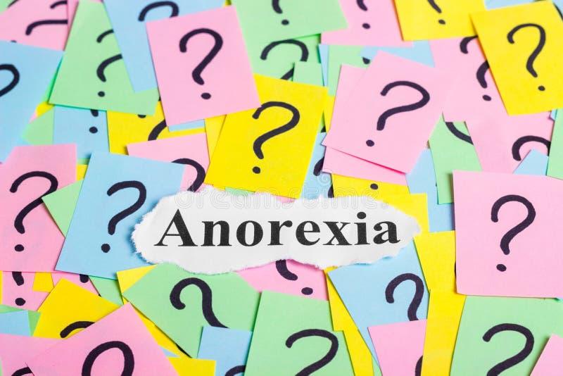 texto del síndrome de la anorexia en notas pegajosas coloridas contra la perspectiva de signos de interrogación foto de archivo libre de regalías