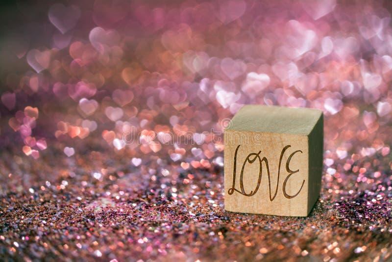 Texto do amor com luz do bokeh do coração foto de stock
