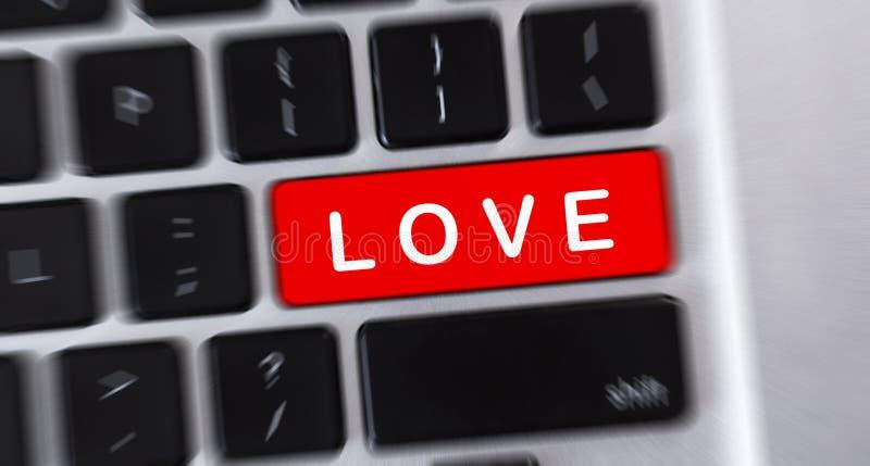 Texto do AMOR no botão vermelho do teclado de computador ilustração do vetor