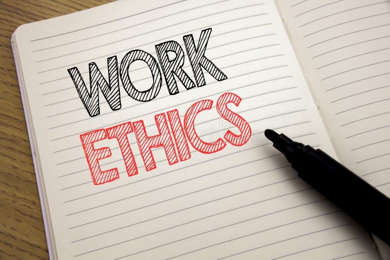 Texto do anúncio da escrita que mostra éticas de trabalho Conceito do negócio para os princípios de benefício morais escritos no  foto de stock royalty free
