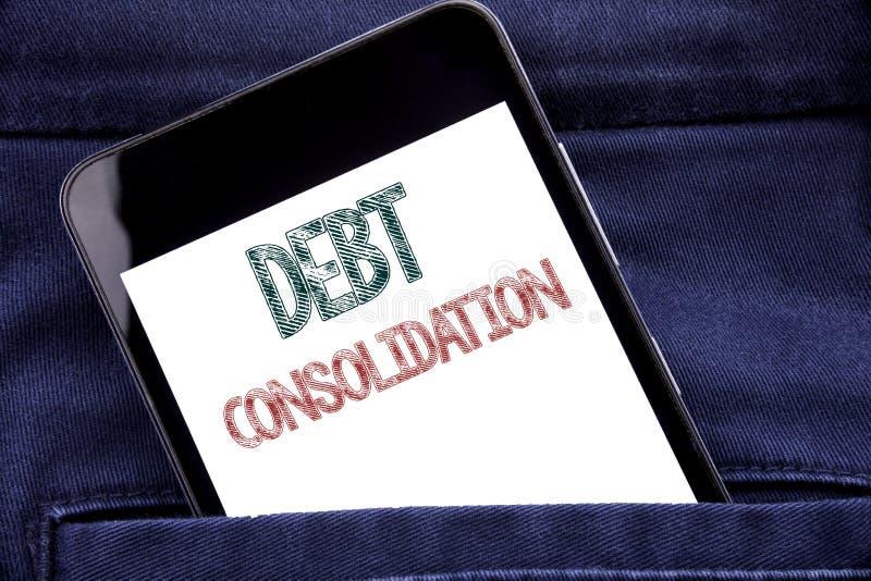 Texto do anúncio da escrita que mostra a consolidação de débito Conceito do negócio para o telefone celular escrito crédito do te imagem de stock royalty free