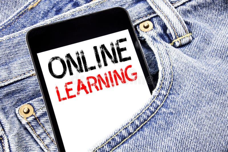 Texto do anúncio da escrita que mostra em linha a aprendizagem Conceito do negócio para o telefone celular escrito treinamento do imagens de stock royalty free
