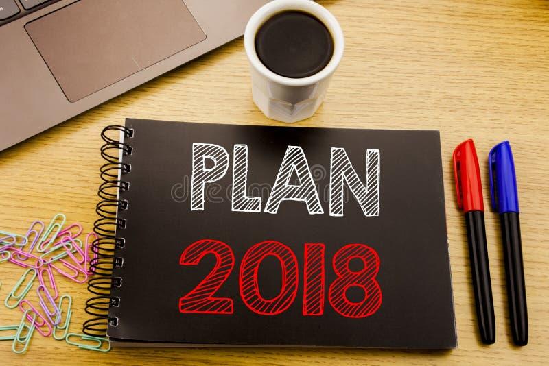 Texto do anúncio da escrita que mostra o plano 2018 Conceito do negócio para o plano de ação planeando da estratégia redigido no  ilustração royalty free