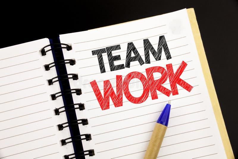 Texto do anúncio da escrita que mostra Team Work Conceito do negócio para a motivação do sucesso dos trabalhos de equipa escrita  imagens de stock