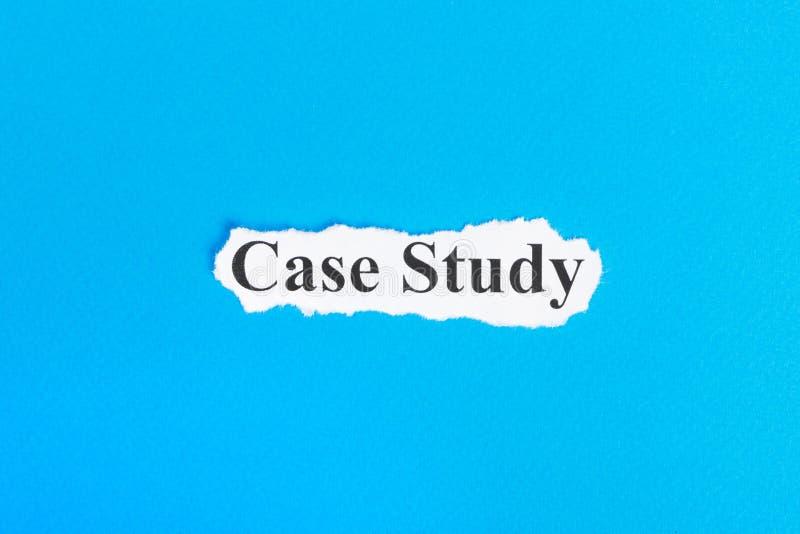 Texto do estudo de caso no papel Estudo de caso da palavra no papel rasgado Imagem do conceito imagens de stock royalty free